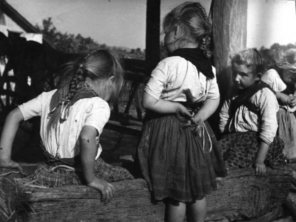 ©Nicolás Muller. Tres niñas húngaras (fragmento).