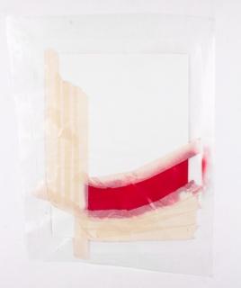 Tiago Orfeu, Curva Vermelha, 2017, Masking tape, spraypaint on plastic, 70x50 cm. – Cortesía de Caroline Pagès Gallery