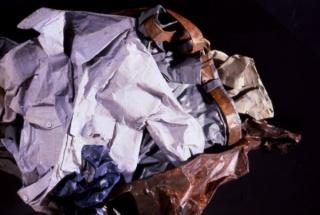"""Juan Pablo Langlois Vicuña, Extracto de \""""Mi ropa, la de otros, la de muchos\"""". Instalación, 1996"""