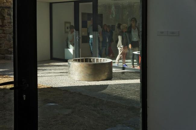 ESTRATOS FRACTURADOS | Ir al evento: 'Estratos Fracturados'. Exposición de Arte urbano, Escultura, Fotografía, Pintura, Videoperformance en Centro de Interpretación del Clima / La Pola de Gordón, León, España