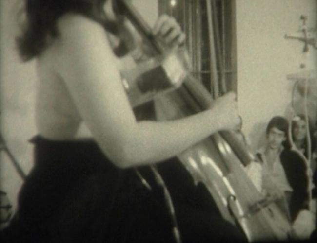 Charlotte Moorman en Madrid | Ir al evento: 'Charlotte Moorman en Madrid. Música de acción [1975]'. Exposición de Arte en vivo, Arte sonoro, Video arte, Videoperformance en José de la Mano / Madrid, España