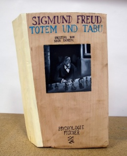 Yann Leto. Totem und tabu. Óleo sobre madera. 45 x 30 cm. Cortesía de T20