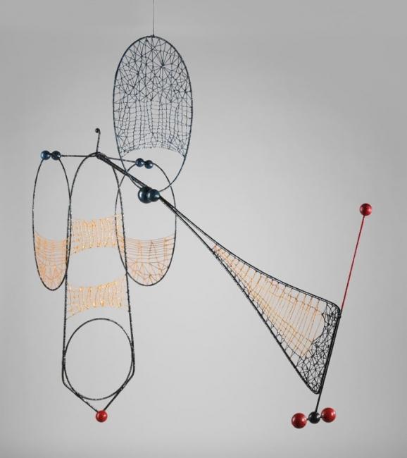 Mo?vil Mollo? 1990-92 Escultura mo?vil de alambre de acero, bolitas de corcho e hilo, pintada y lacada