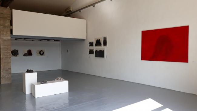 Vista parcial de la exposición de Rosa Amorós en Palmadotze