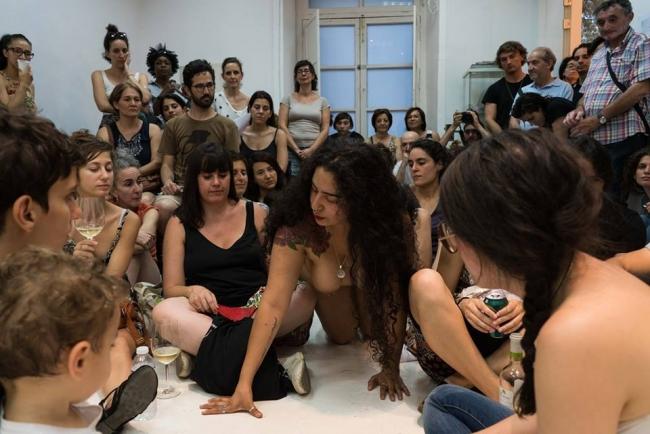 guadalupe mora reina | Ir al evento: 'Acción de Guadalupe Mora Reina'. Performance de Arte en vivo, Pintura, Videoperformance en A B I E R T O Theredoom / Madrid, España
