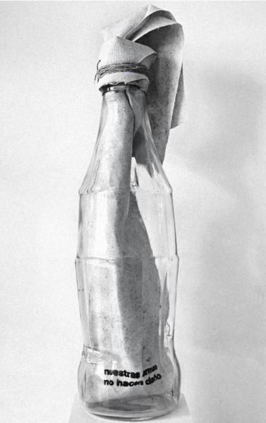 Marcelo Viquez, Untitled (nuestras armas no hacen daño), 2016, Bottle, rope and serigraphed canvas, 60 cm high, 14 cm diameter