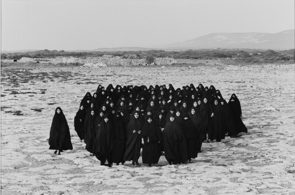 Shirin Neshat, Serie Rapture, 1999, 37,5 x 56,5 cm.