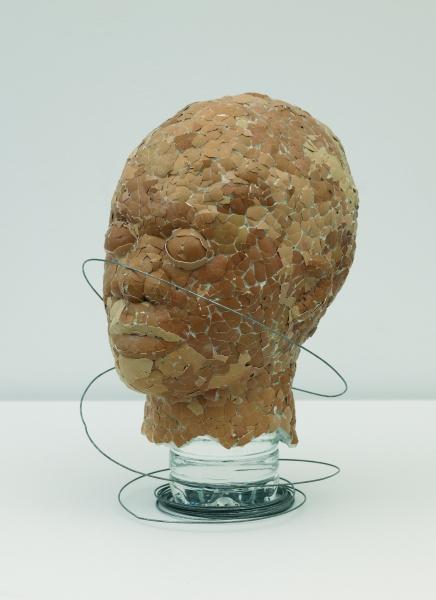 Thonton Kabeya, Cabeza Nº 4 (serie Identidades), 2008, 31,5 x 23 x 25,5 cm. Técnica mixta