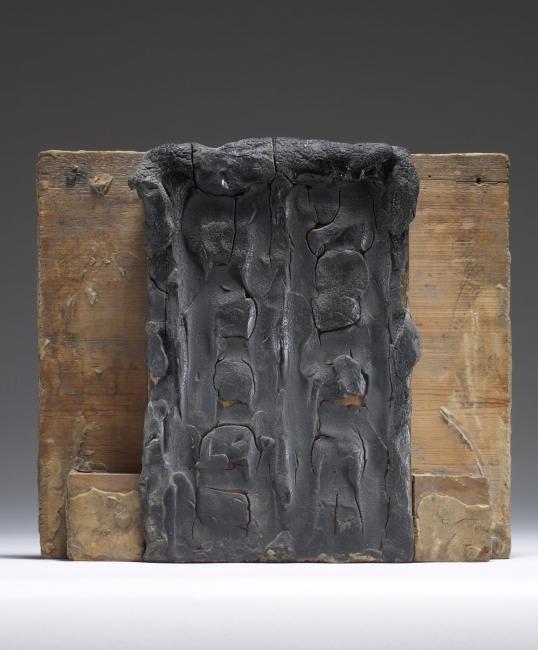 Première maquette de La Porte de l'Enfer, 1880. Cera sobre madera, 23x26x6,2 cm. Musée Rodin, París. S.01170 © musee Rodin (photo Christian Baraja) – Cortesía de la Fundación Mapfre
