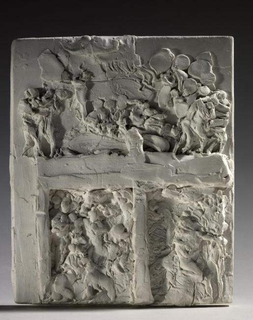 Deuxième Maquette pour La Porte de l'Enfer, 1880. Yeso, 16,9x14,1x2,8 cm. Musée Rodin, París. S.00737 © musee Rodin (photo Christian Baraja) – Cortesía de la Fundación Mapfre | Ir al evento: 'El Infierno según Rodin'. Exposición de Escultura en Casa Garriga Nogués - Fundación Mapfre / Barcelona, España