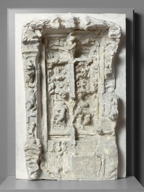 Troisième maquette de La Porte de l'Enfer, 1880-1881. Yeso, 111,5x75x30 cm. Musée Rodin, París. S.01189 © musee Rodin (photo Herve Lewandowski) – Cortesía de la Fundación Mapfre   Ir al evento: 'El Infierno según Rodin'. Exposición de Escultura en Casa Garriga Nogués - Fundación Mapfre / Barcelona, España