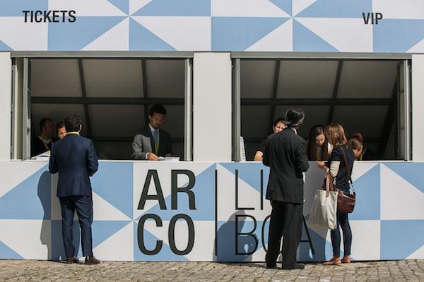 Entrada a ARCOlisboa 2016 en la Fábrica Nacional da Cordoaria. Foto: Rodrigo Gatinho | 42 artistas serán destacados en ARCOlisboa 2017