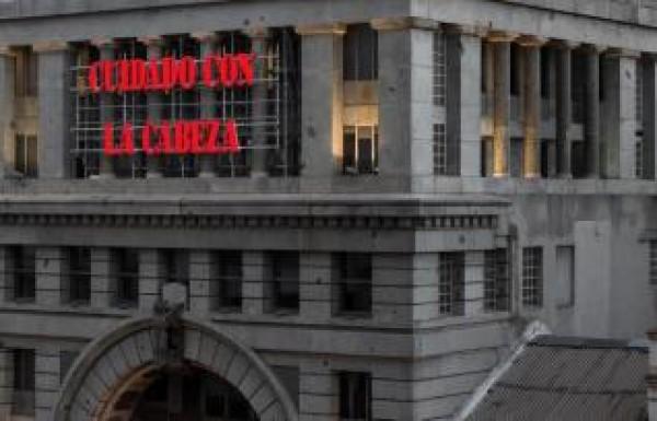 Intervención de Bernardí Roig en la fachada de la Sala Alcalá 31 de la Comunidad de Madrid | Bernardí Roig por partida doble: Madrid y Buenos Aires