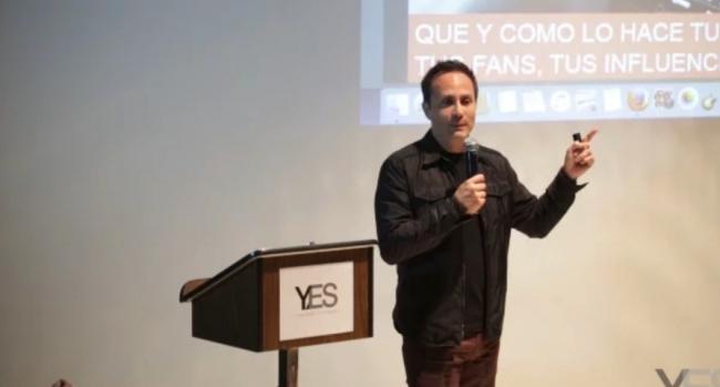 Fotograma de la intervención del fundador de YES, Mario Cader-Frech, en la YES Academia de Artistas de 2017   La Fundación Museo Reina Sofía sigue sumando mecenas latinoamericanos