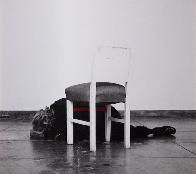 Obra de Helena Almeida en Helga de Alvear. Cortesía de la galería   Doce mujeres desafían al dominio masculino en Apertura Madrid