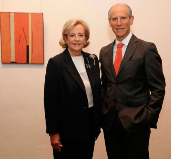 Glenn D. Lowry, director del MoMA y la coleccionista Patricia Phelps de Cisneros