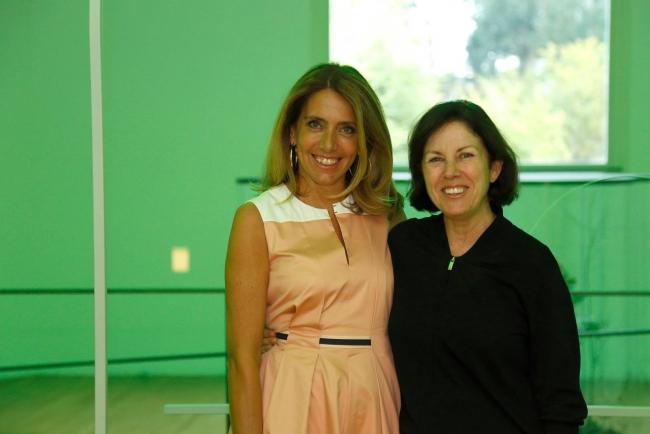 Suzanne Cotter (dcha.) junto a Ana Pinho, presidenta del Consejo de Administración de la Fundación Serralves
