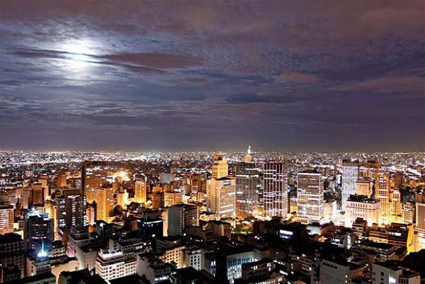 Vista nocturna de la ciudad de São Paulo