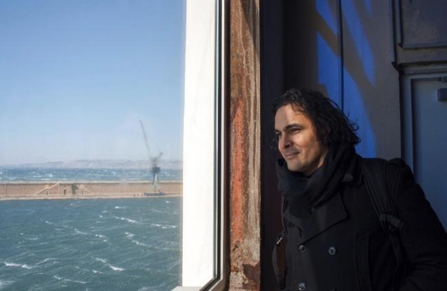 Kader Attia. Cortesía del artista. Foto: Sam Mertens | El artista francoargelino Kader Attia, Premio Joan Miró 2017