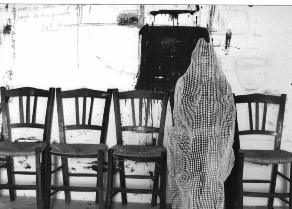 Teresa Matas, \'Para transportarla fácilmente (3 autorretratos)\', 1998. Cortesía de la artista   24 exposiciones para dar la bienvenida al gran mes del arte contemporáneo en España