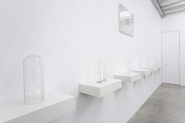 something is missing. Vista de la instalación. Cortesía de Galerie Nordenhake | Ignasi Aballí se estrena en Berlín con Galerie Nordenhake