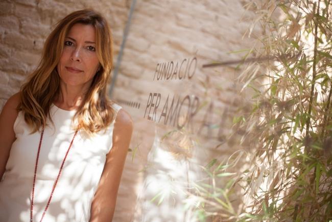 Susana Lloret, directora general de la Fundació Per Amor a l'Art | Susana Lloret con su Bombas Gens abre una serie de entrevistas a coleccionistas