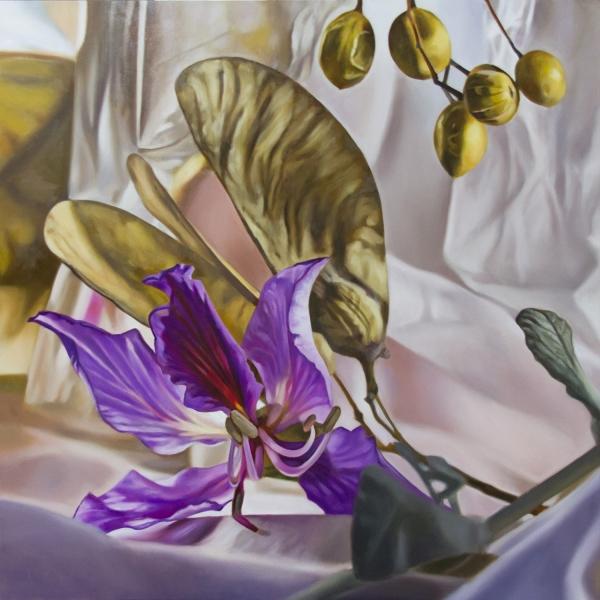 Naturaleza urbana con flor violeta | Ir a la ficha del Artista 'Maite Bäckman'