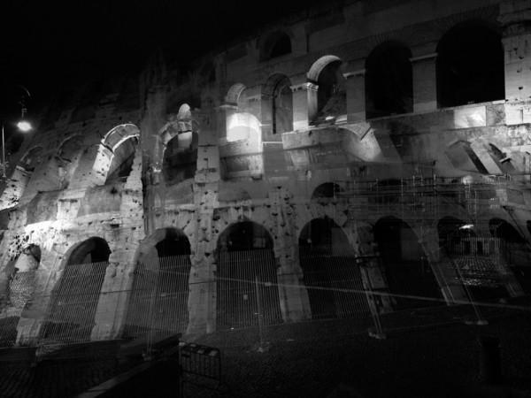 Paseo nocturno alrededor del Coliseo | Ir a la ficha del Artista, Gestor cultural 'José Miguel Negro Macho'